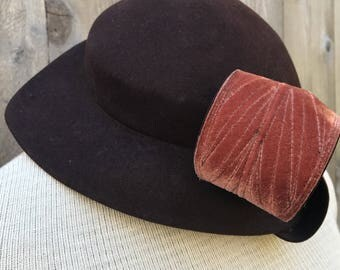 1940s Chocolate Brown Felt Hat with Cinnamon Velvet Twist