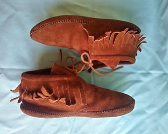 Brown Suede Fringed hand-stitched Minnetonka Moccasin Booties US 7.5