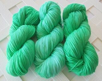 Superwash Merino Yarn, MINT JULEP, Superwash Sock Yarn, Handdyed Fingering Yarn, Hand Dyed Sock Yarn, Indie Dyed Sock Yarn, Knitting Yarn