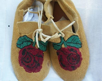 Handmade & Signed Leather Moccasins ~ Rose Beaded ~ Rare Unworn ~ Vintage ~ Unisex ~ Men's or Women's ~ Tribal / Native American Made