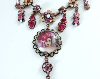 Romantic necklace with cab portrait,in pink and copper.