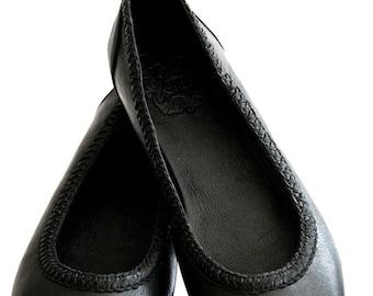 SALE. Sz. 7. AISÉ. Black flats / black leather shoes / black leather flats / leather shoes women.