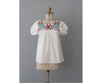 1970s embroidered mexican Blouse / 70s embroidered top