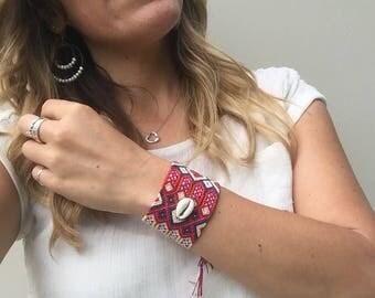 Red Tones & Shell Friendship Bracelet  - 48 Strings Mexico (036B)