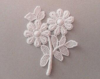 White flowers lace 6 x 5 cm