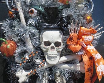 Skeleton Wreath, Halloween Door Wreath, Halloween Wreath for Front Door, Halloween Pumpkins, Skeleton  Bones Wreath, Skull Wreath, Halloween