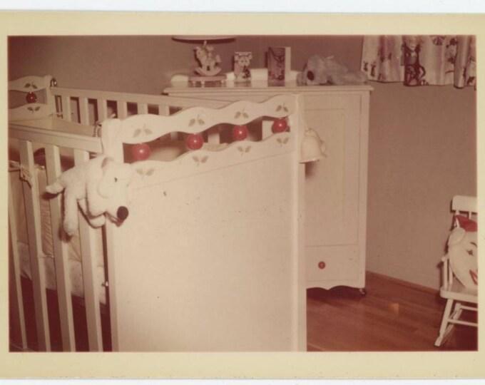 Child's Nursery, c1950s Vintage Snapshot Photo (78597)