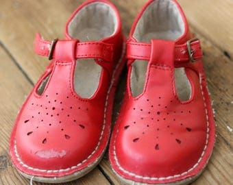 Size 5 junior girls red shoes/mary janes/vintage style