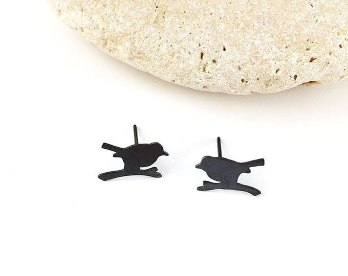Stud silhouette bird - silver earrings with oxidation - tiny birds earrings - stud bird earrings - little bird earrings - cute bird earrings