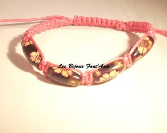 Fuchsia macrame bracelet and dark purple flowers wooden beads