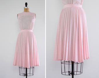 vintage 1950s cotton dress | pale pink 50s day dress | pleated 50s summer dress