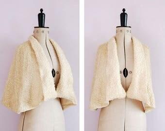Vintage 1950s 60s Bouclé wool cream cape - Boucle wool shrug - Wool bolero - Cropped cape - Wool cape - 50s evening jacket - Vintage wrap