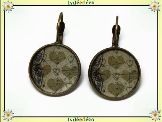 Vintage hearts beige resin white Arabesque brass earrings retro bronze 2cm