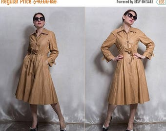 ON SALE 15% 70s woman vintage sand brown dust coat/rain  coat/fitted waist flare midi trench coat / cotton trench coat raglan sleeves/ XS/S