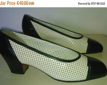 ON SALE VIntage heels shoes white and black leather 1980 35