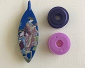 """Tatting Shuttle, """"Japanese Garden-2"""" With Two Bobbins (Purple and Berry)"""