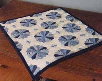 Quilted Table Runner, Hand Quilted Table Topper, Quilted Wall Hanging, Dresden Plate Quilt Pattern