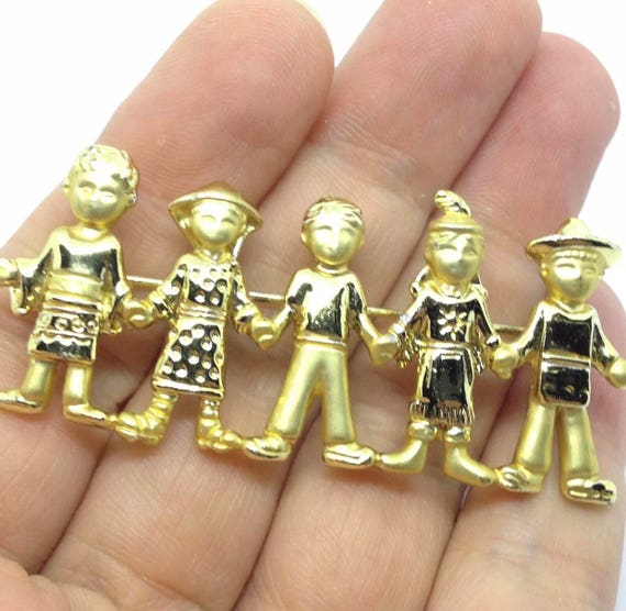 Signed AJC Vintage 5 People OF The World Brooch Pin Nationality Gold Tone United We Stand