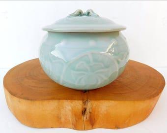 Zhongguo Chinese Longquan Celadon Porcelain Lidded Jar Bowl