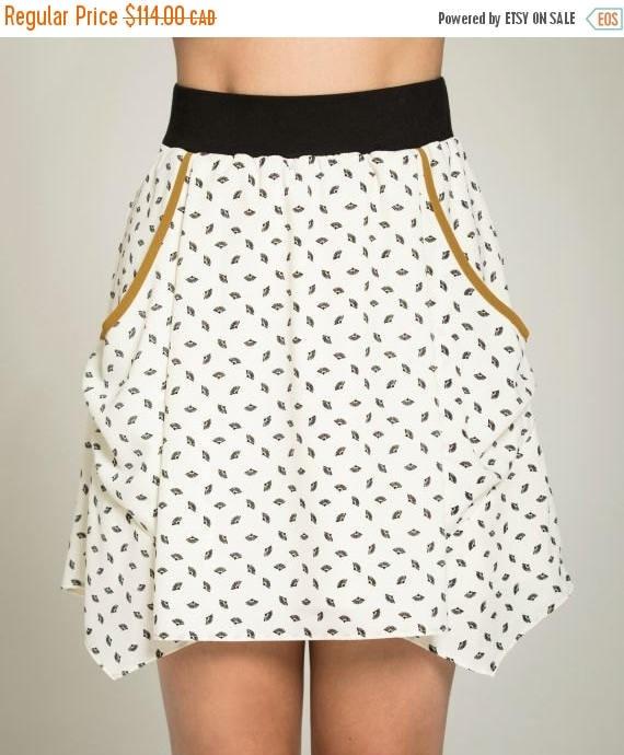 SOLDE PAPILLON DE Nuit - short skater skirt with pockets, flared skirt, miniskirt, for women - white with paper fans print