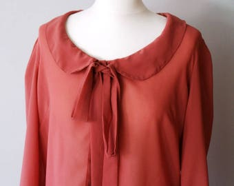 Adorable retro style dark powder pink blouse with Peter Pan Collar and bow