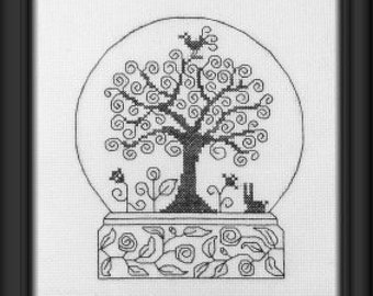 Doodle Ball (Doodle Boule) – counted cross stitch chart. Monochrome design using black, blue or red thread. Blackwork. French instructions.