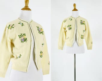 Vintage 1950s Sweater | 50s Cream Cardigan with Ribbon Flowers | S M