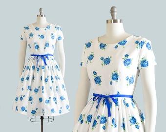 Vintage 1950s Dress   50s Rose Floral Print Cotton White Blue Full Skirt Day Dress (medium)