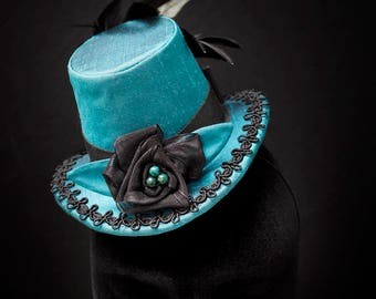 """Gothic Steampunk Victorian Hat """"Nuit Indienne"""" Turquoise Blu Silk Taffeta Black Lace Azurite Malchite Beads Natural Feathers"""