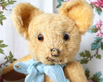 A sweet vintage jointed teddy bear