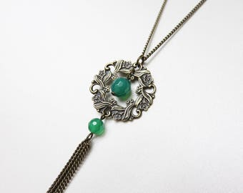 Necklace with floral print and green agate