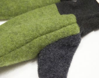 mittens in organic wool with wrists in stretch wool