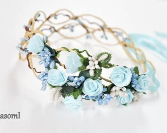 Blue wreath berries wedding