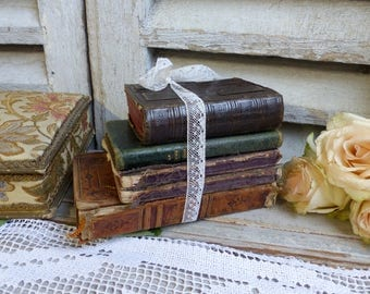 Set of 5 antique french prayer books. Antique leather bound missel. Antique catholic prayer books. Leather bound antique catholic missel