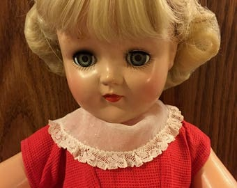 Lovely 1950's Ideal P-93 Toni doll