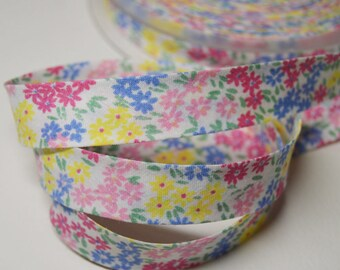 Folded seam 2cm cotton bias, flower/yellow/blue/Fuchsia pink background white (m) ref: BIAI04