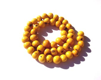 20 beads in irregular seeds Acai from Brazil tinted yellow 6/9 mm in diameter
