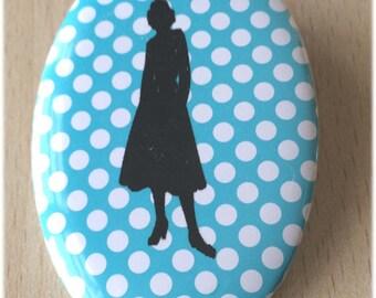 badge / brooch vintage silhouette fashion 34