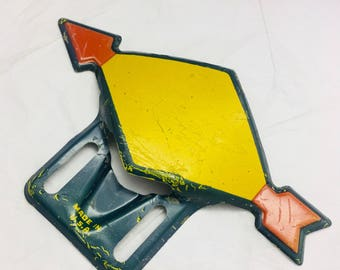 Vintage Original Sonoco Arrow 1940's  License Plate Topper-Shell license plate topper