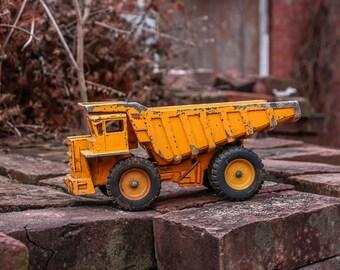 Ertl Wabco Haulpak 65 Dump Truck Vintage Toy Yellow Truck