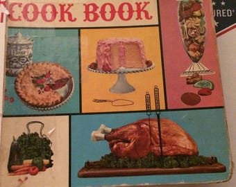 Vintage 1961 Betty Crocker's New Picture Cook Book In 5 Ring Bind (1ST EDITION, 2ND PRINTING) by Crocker, Betty
