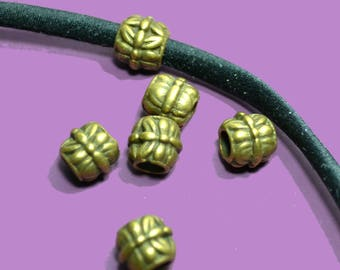 4 beads to string 05mm patterned bronze