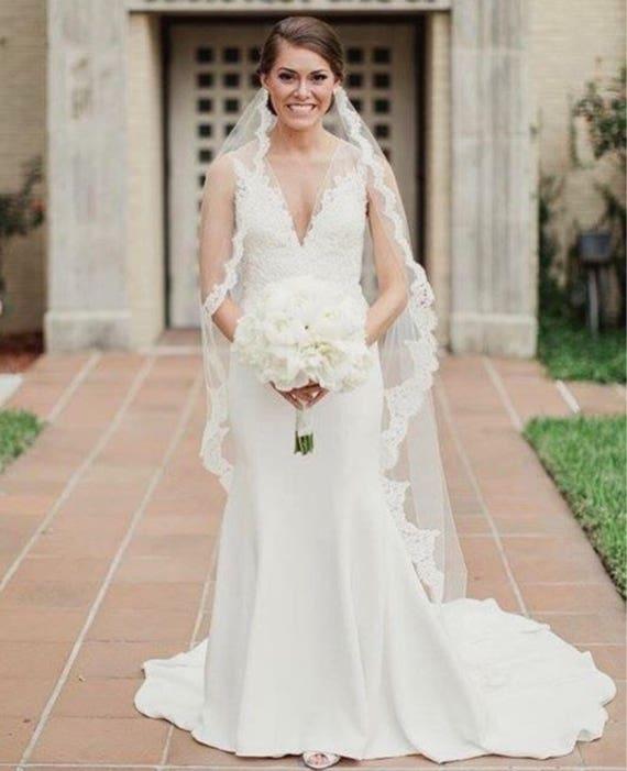 Bridal Veil, Lace Veil,  Alencon Lace Veil, Medium veil , Hip-length veil, Modern Veil-