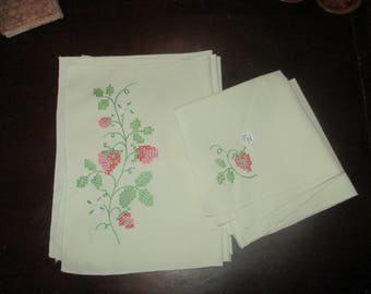 Vintage Embroidered Placemats and napkins set