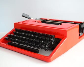 Vintage RED 1970s Olivetti Dora (Lettera 31) Typewriter - Portable - WORKING - Rare Color - Design - QWERTY