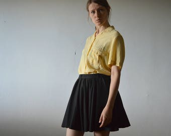 vintage silk blouse in pale yellow with short sleeves notch collar chest pocket medium large size