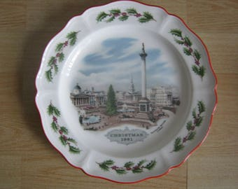 Wedgwood 'Trafalgar Square London' Christmas Plate 1981
