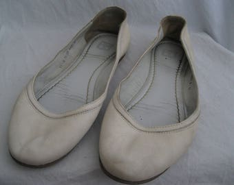 Frye White Distressed Leather Flats Size 11 B