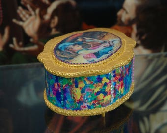 "Oval, antique and vintage looking decoupage Jewellery box. ""Opal"""