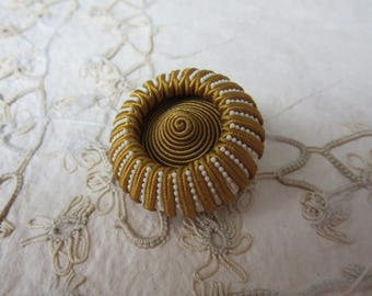 GOLD & WHITE  Large Vintage Sewing Button - Textile - - bouton couture dorée et blanc